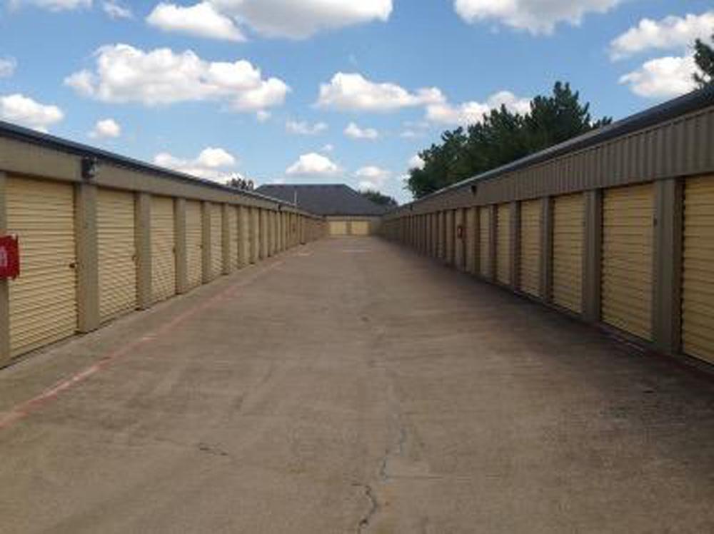Life Storage near Kennedale Arlington TX