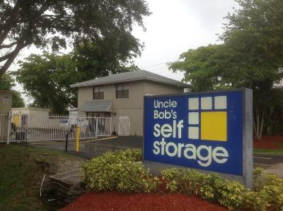 Life Storage Buildings at 3770 Lantana Road in Lantana