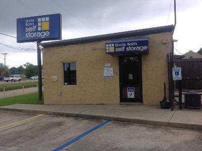 Life Storage Buildings at 7375 Airline Hwy in Baton Rouge
