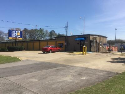 Life Storage Buildings at 3551 Bessemer Super Hwy in Bessemer