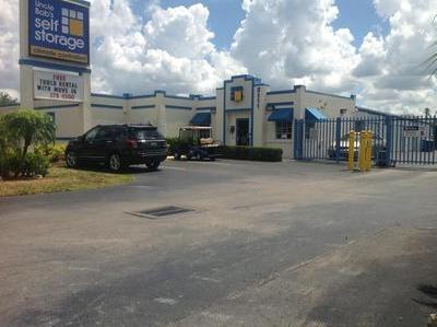 Life Storage Buildings at 3111 Cleveland Ave in Fort Myers