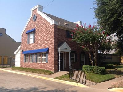 Life Storage Buildings at 5720 Milton St in Dallas