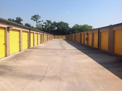 Storage Units for rent at Life Storage at 8726 Long Point Rd in Houston