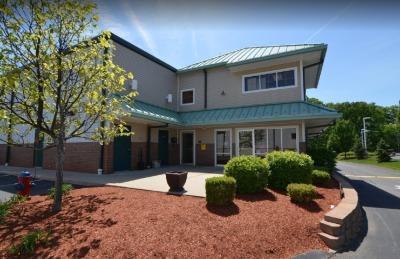 Exterior image of facility at 232 N Broadway, Salem, NH 03079