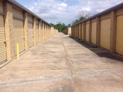 Storage Units for rent at Life Storage at 7375 Airline Hwy in Baton Rouge