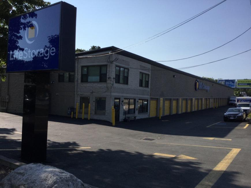 Storage units in Salem near Boston - Life Storage Facility #168