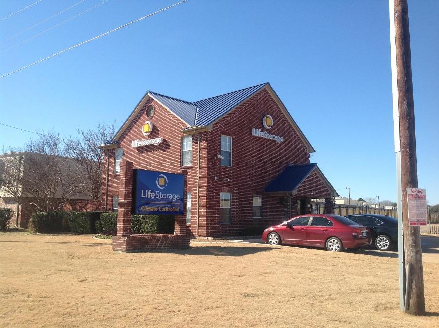 Storage Buildings At Life 5575 Davis Blvd In North Richland Hills