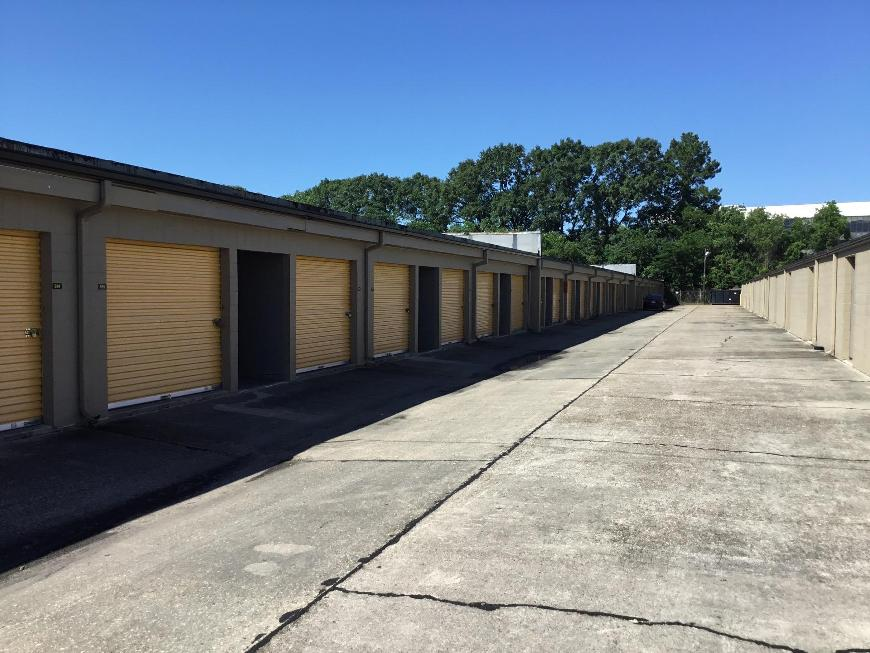 Storage Units For At Life 2310 W Pinhook Rd In Lafayette
