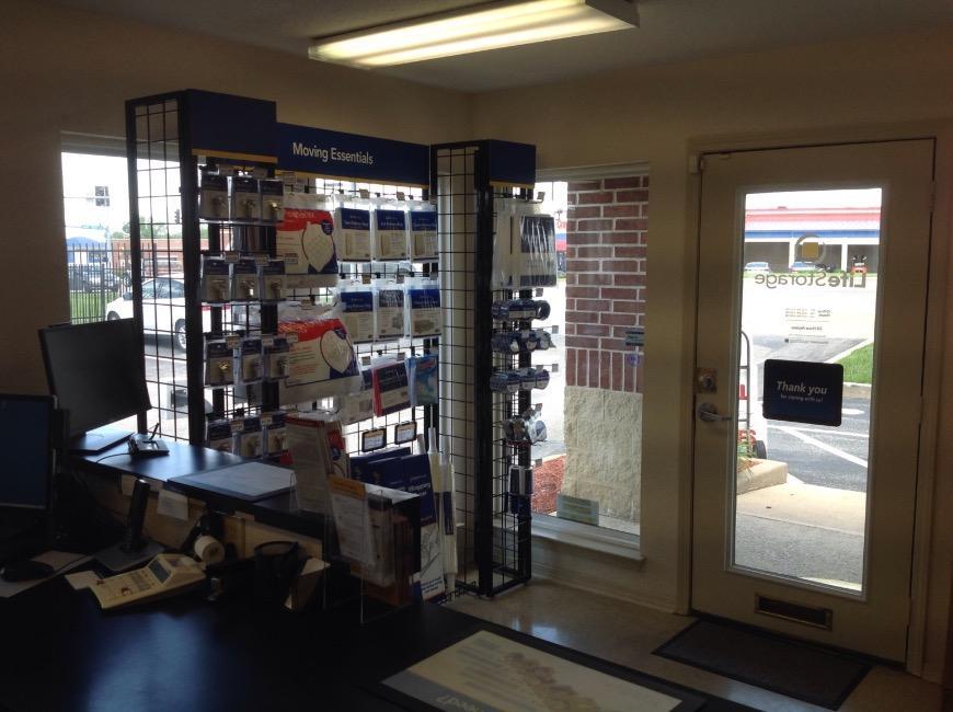 Storage units in Bridgeton near Saint Louis - Life Storage