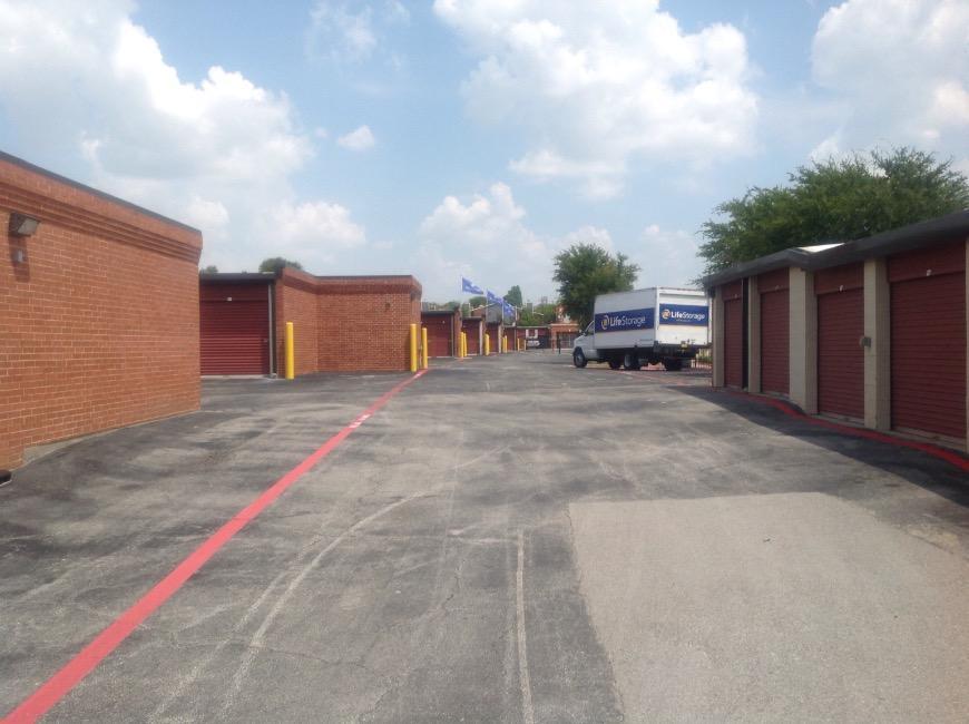 Life Storage in Arlington TX near Dalworthington Gardens