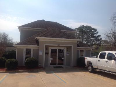 Life Storage Buildings at 3951 Pepperell Pkwy in Opelika