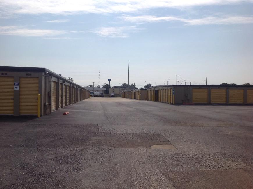 Storage Units For At Life 115 S Arrowhead Dr In Montgomery