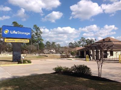 Life Storage Buildings at 6911 Louetta Road in Spring