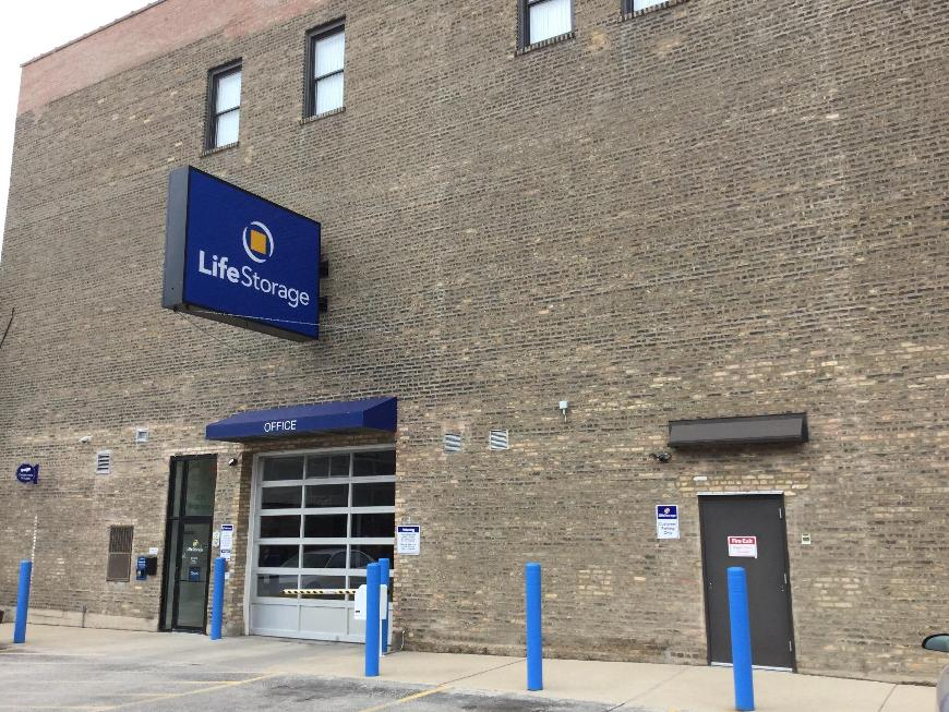 Storage Buildings At Life 3626 N Broadway St In Chicago