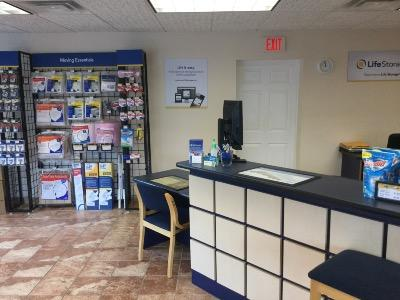Life Storage office at 720 Veterans Memorial Hwy SW in Mableton