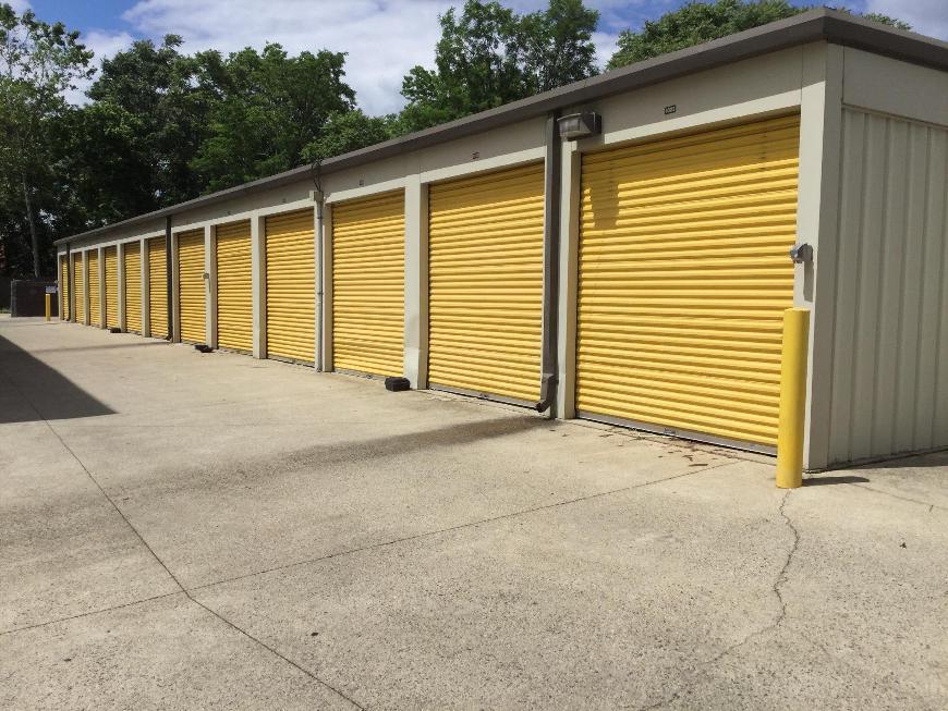 & Storage Units at 26 W Diamond Ave - Gaithersburg - Life Storage #048