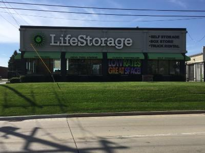 Life Storage Buildings at 3200 Holeman Ave in South Chicago Heights