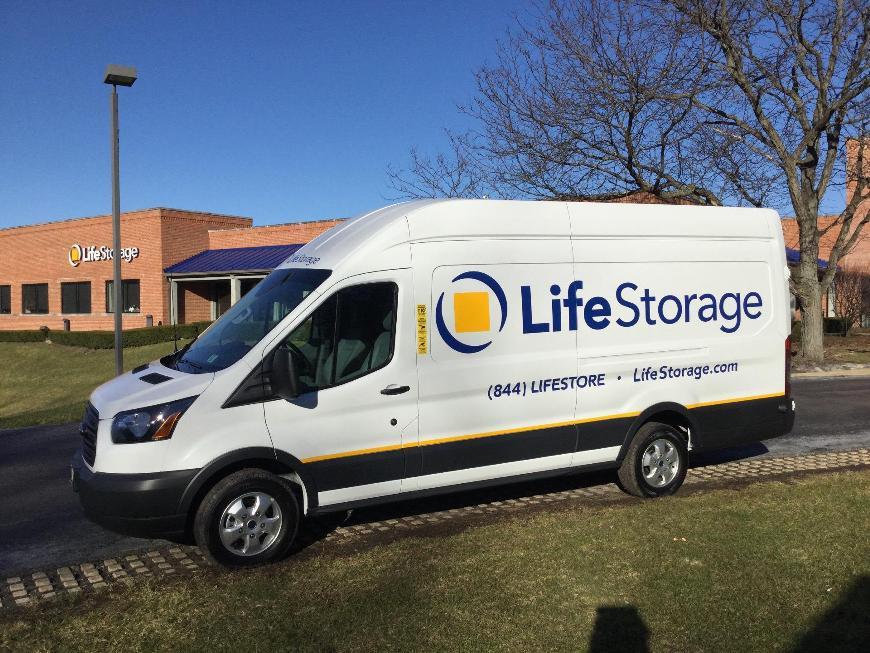 Charmant Self Storage Units Near Barrington   1455 S. Barrington Rd.   Life Storage  #567