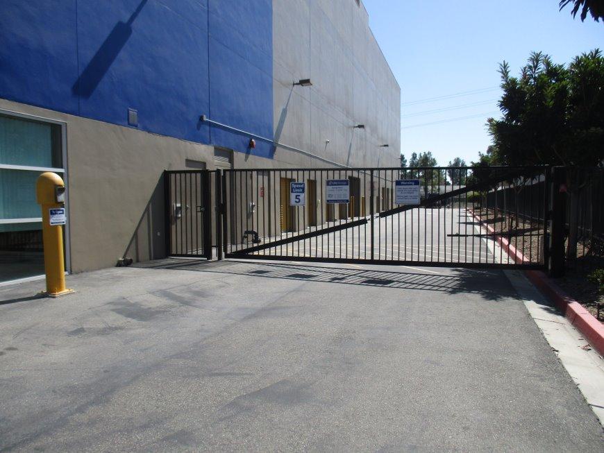 & Storage Units at 17392 Murphy Ave - Irvine - Life Storage #605