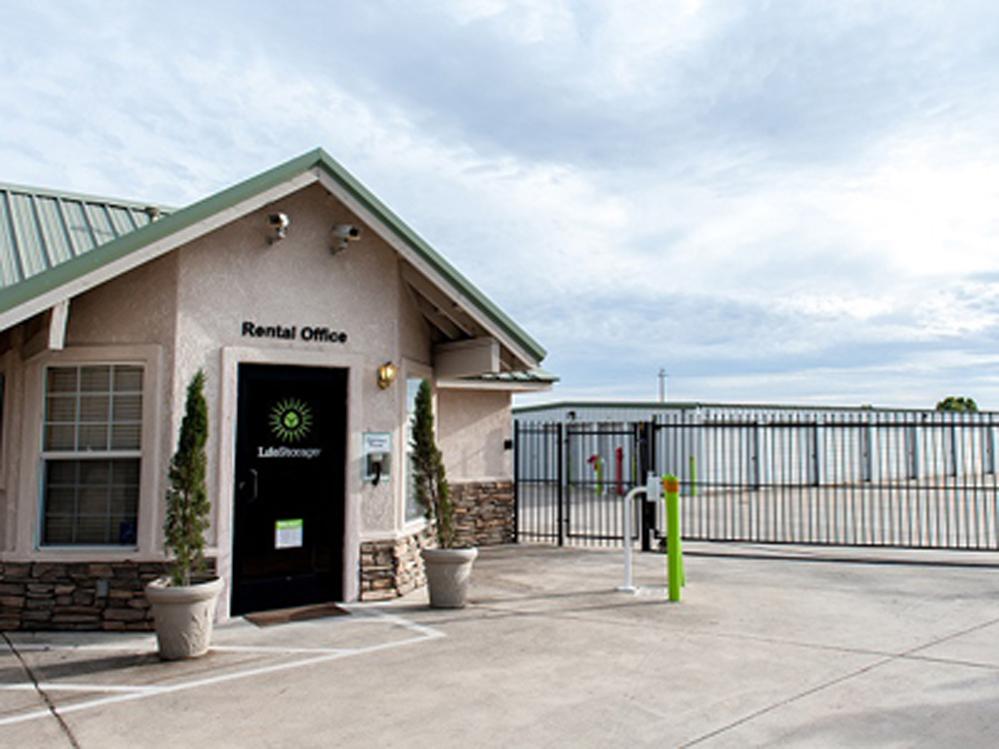 life storage near elk grove sacramento ca rent storage units 611. Black Bedroom Furniture Sets. Home Design Ideas