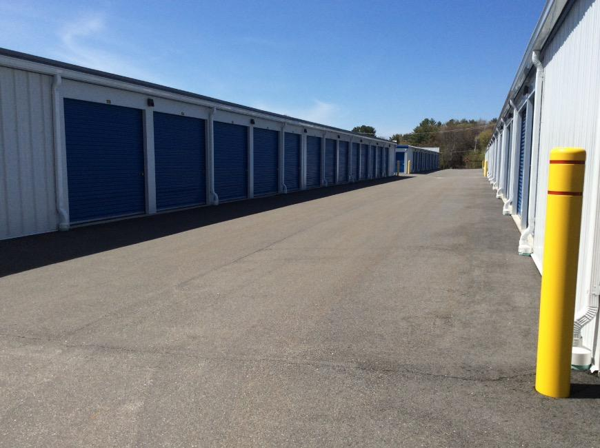 Storage units in Londonderry near Manchester - Life Storage