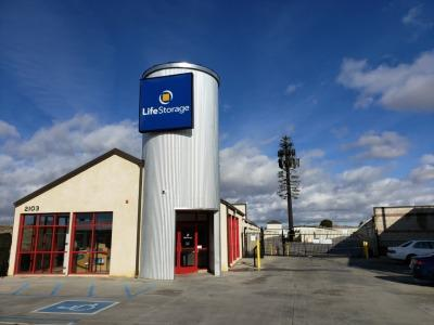 Exterior image of facility at 2103 W Avenue J, Lancaster, CA 93536