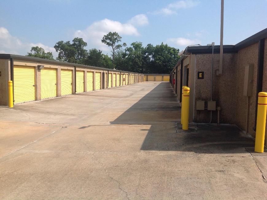 Life storage in houston tx near spring branch central for Storage 77080
