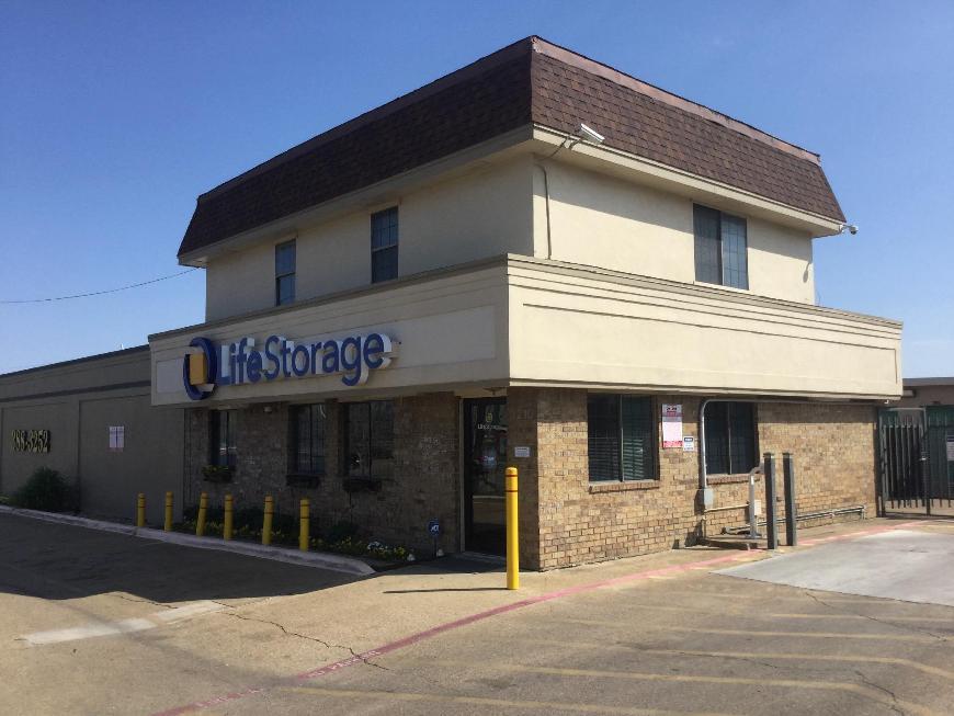 Storage Buildings At Life 3210 S Buckner Blvd In Dallas
