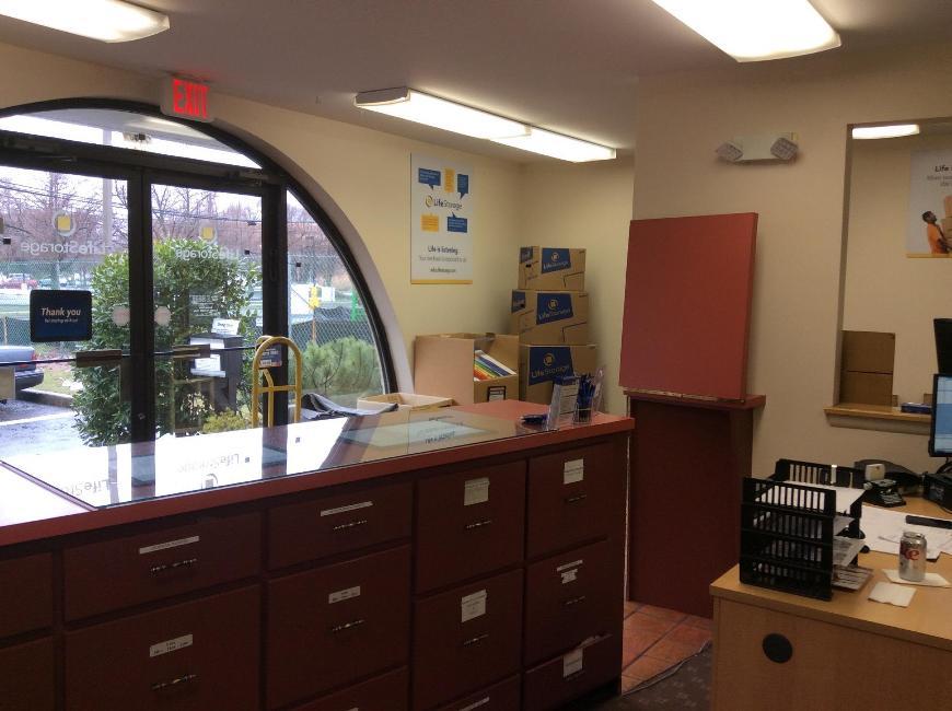 ... Life Storage Office At 390 S Van Brunt St In Englewood ...