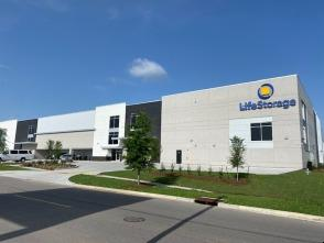 Exterior image of facility at 1529 32nd St, Kenner, LA 70065