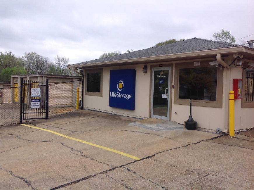 Storage units in Jackson near Fondren - Life Storage