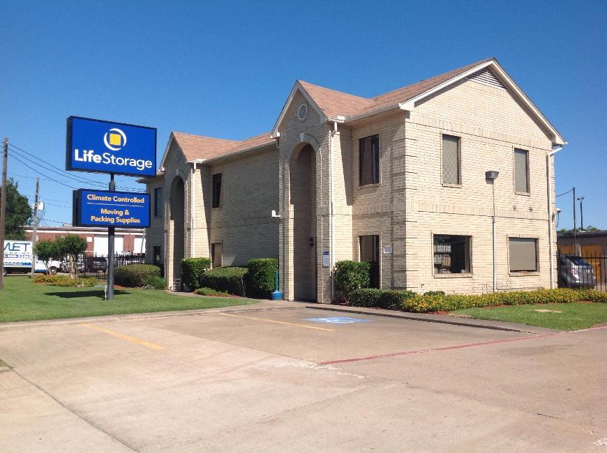 Storage units in Katy near Houston - Life Storage Facility #8112