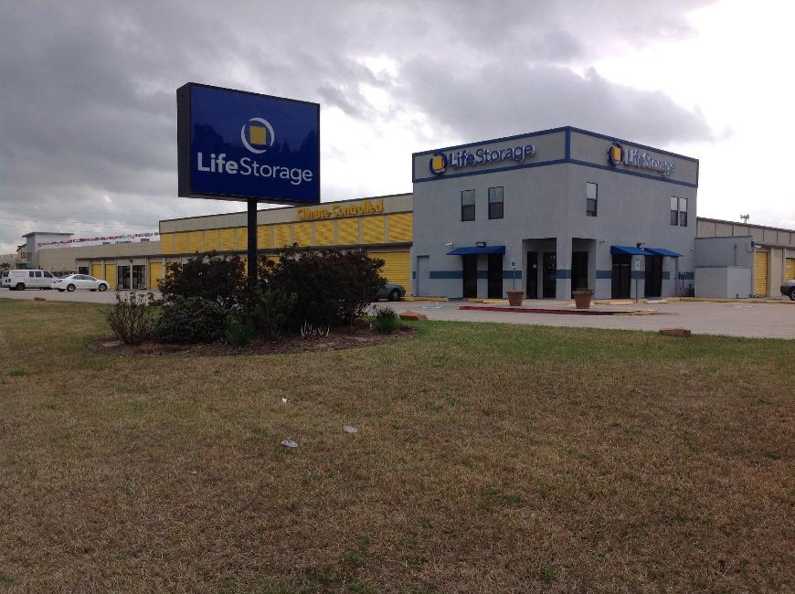 Storage Buildings At Life 802 E Richey Rd In Houston