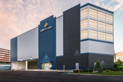 Exterior image of facility at 1 Terminal Rd, Lyndhurst, NJ 07071
