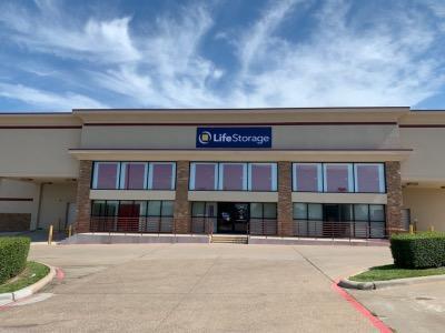 Exterior image of facility at 2515 E Rosemeade Pkwy, Carrollton, TX 75007