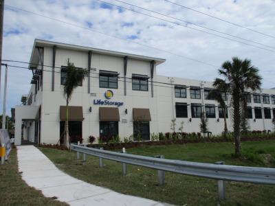 Exterior image of facility at 11201 Tamiami Trl E, Naples, FL 34113