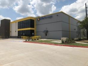 Exterior image of facility at 2075 Kingsley Dr, Pearland, TX 77584