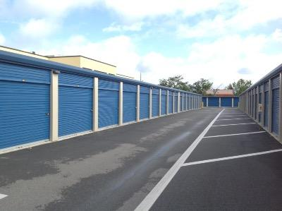 Storage Units for rent at Life Storage at 4650 S. Semoran Boulevard in Orlando
