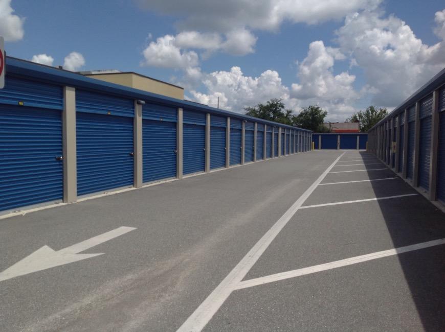 & Storage Units at 4650 S. Semoran Boulevard - Orlando - Life Storage #849
