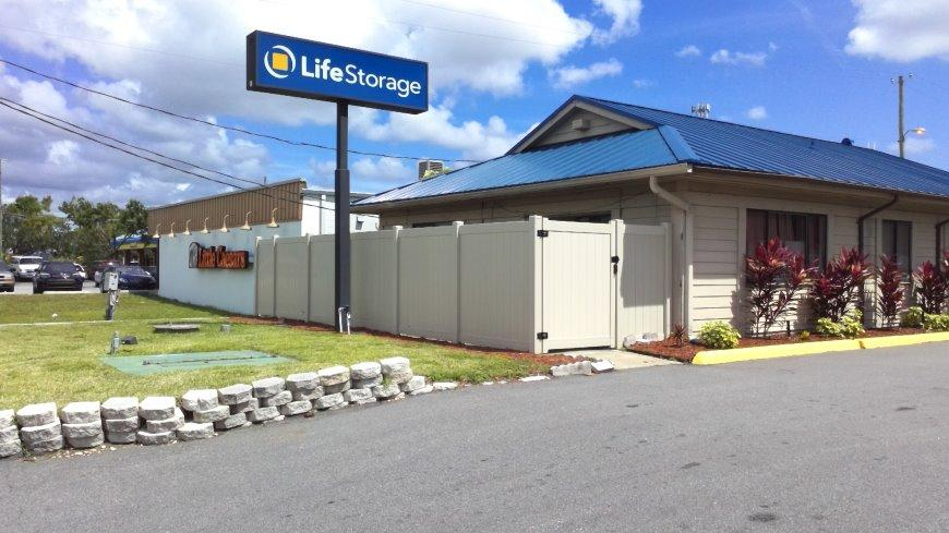 Storage units in Tampa near Town n Country - Life Storage