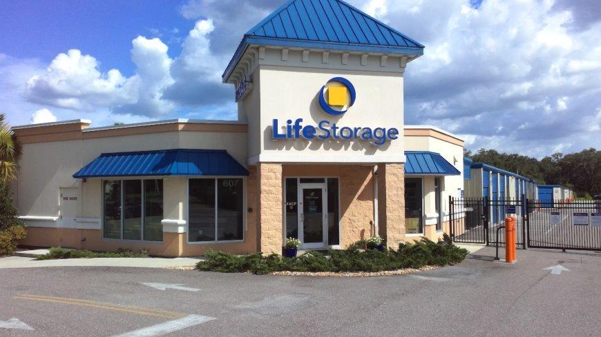 Storage units in Brandon near Tampa - Life Storage Facility #887
