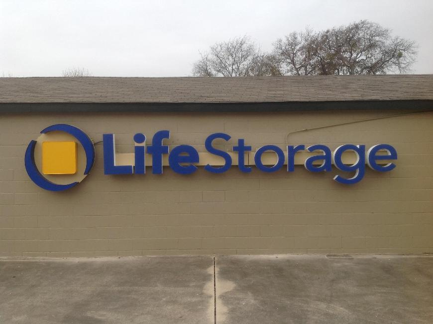 Self Storage Units Near Haltom City   4820 Western Center Blvd   Life  Storage #091