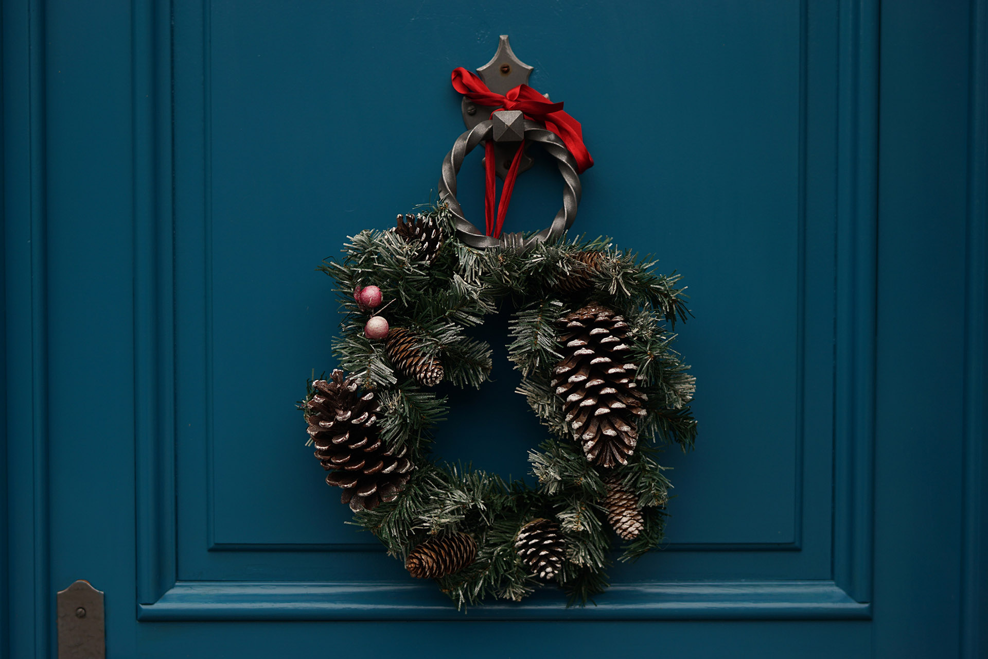 how to simplify holiday decorating the life storage blog - Simplify Christmas Decorating