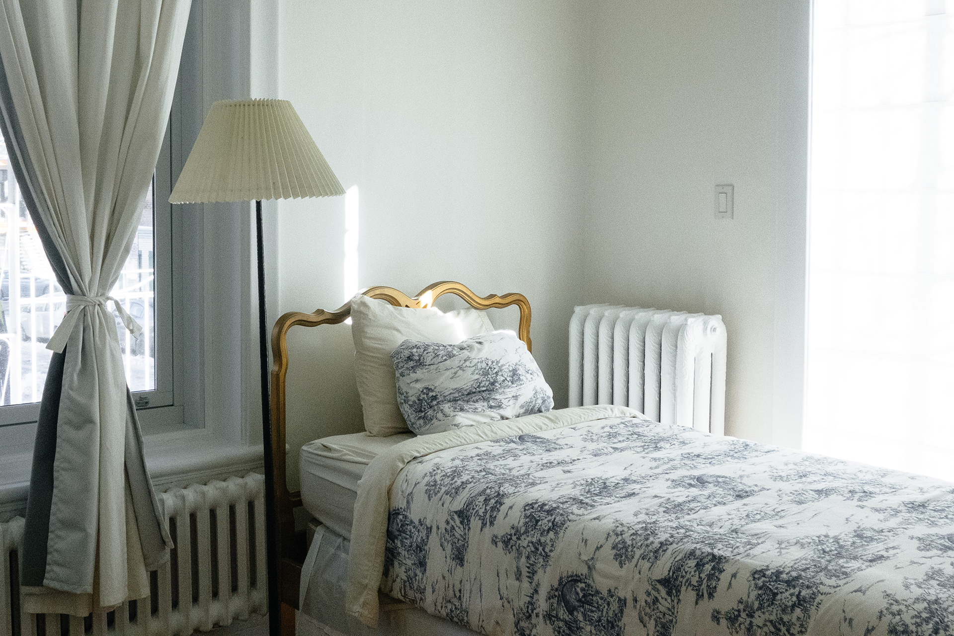 8 tips for a tidy and peaceful bedroom - Tips relaxing bedroom ...