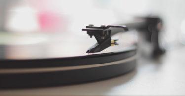 how to store vinyl records - record storage best practices