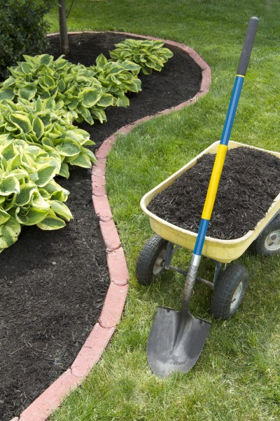 how to stage your house using mulch