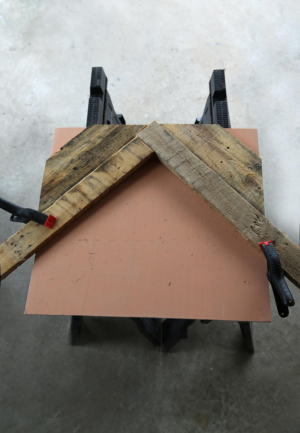 Pallet Furniture: V Shape Table Top