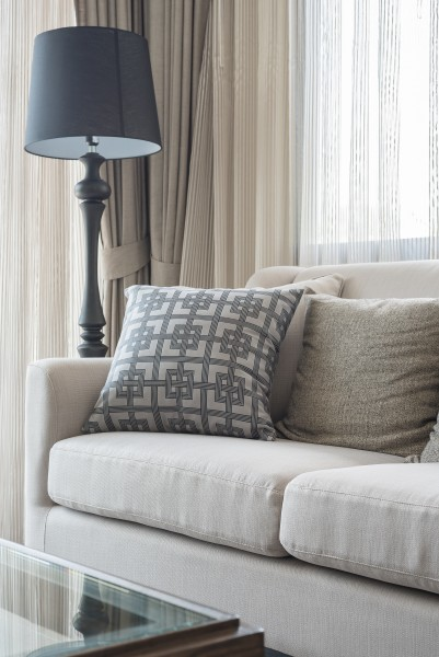 how to stage your home with throw pillows