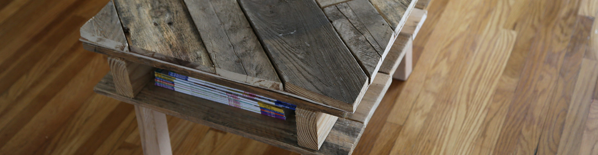 Diy simple coffee table learn how - Diy Pallet Coffee Table