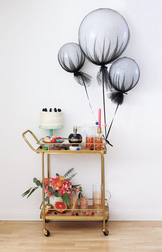 last-minute bridal shower decoration ideas: tulle balloons